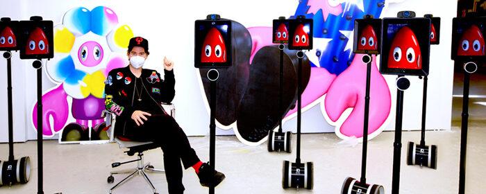 Филип Колберт пригнал на выставку роботов, которыми управляют зрители